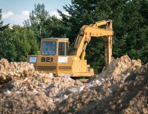 excavators-910872_1920